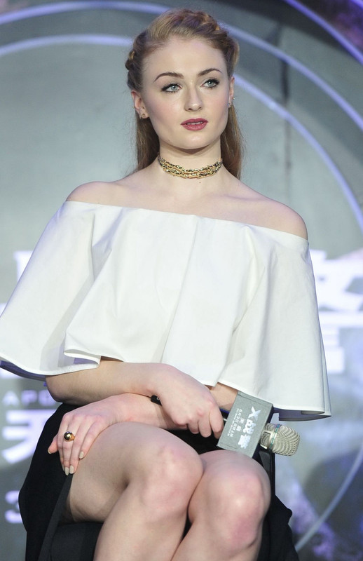 sophie-turner-x-men-apocalypse-press-conference-in-beijing-5-18-
