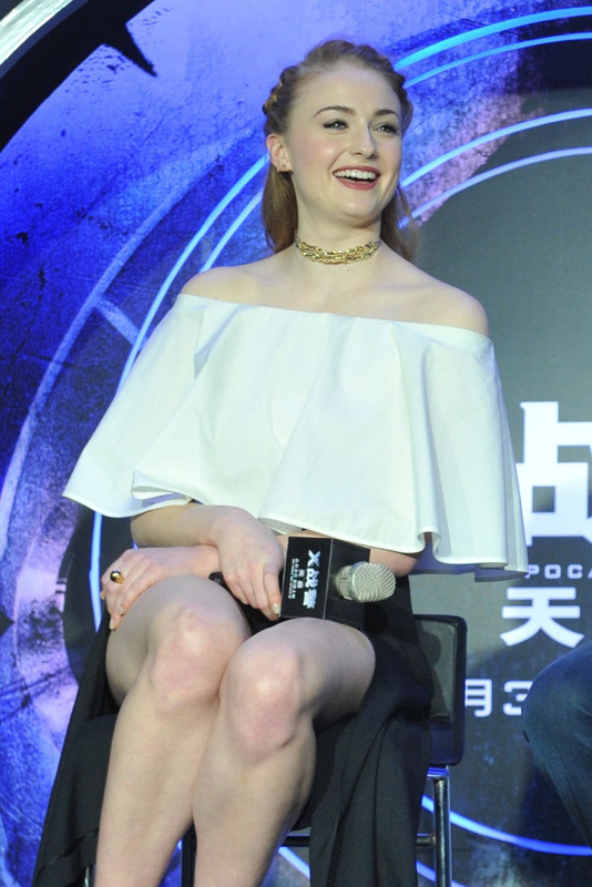 sophie-turner-at-x-men-apocalypse-beijing-press-conference_21